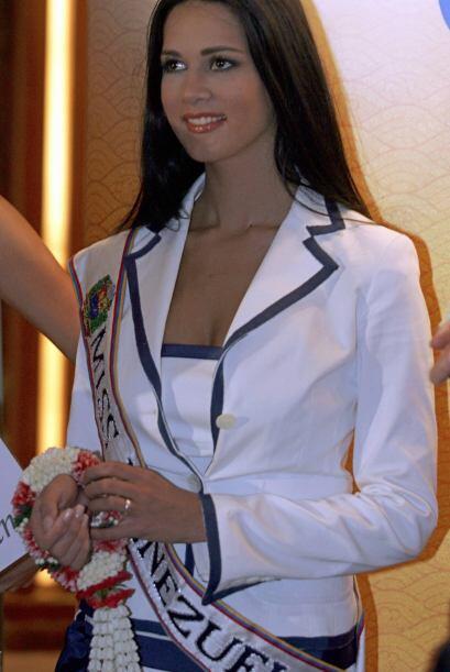 Con una belleza sencilla pero muy elegante, Mónica se ganó los corazones...