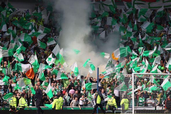 La celebración en Escocia, los aficionados del Celtic hasta humo echaron...
