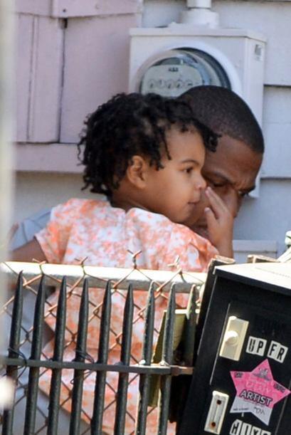 Y la pequeña Blue Ivy Carter es hija de Beyoncé y Jay-Z. Nació el 7 de e...