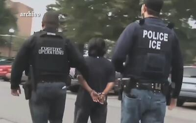 ICE notifica del arresto de 153 inmigrantes indocumentados en un operati...