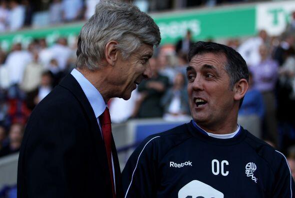Los técnicos de los clubes no perdieron la oportunidad de saludar...