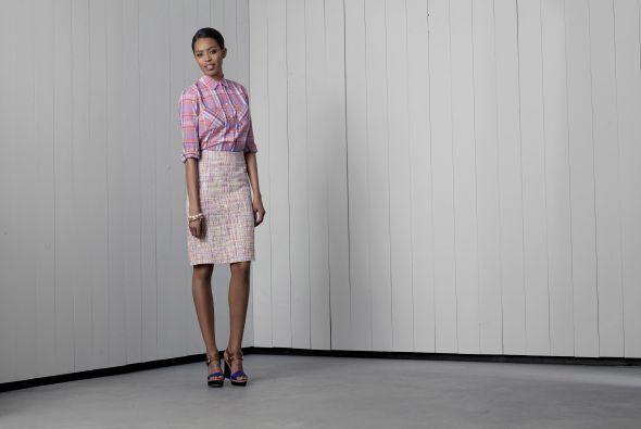 8. Blusa de manga larga rosa pálido de Merona $22.99Falda de tubo rosa d...