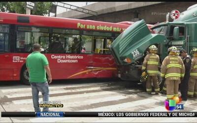 Varios heridos por accidente en cadena en México