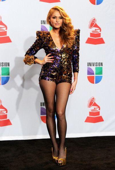 Las exóticas y magnéticas piernas bronceadas de Paulina Rubio son uno de...