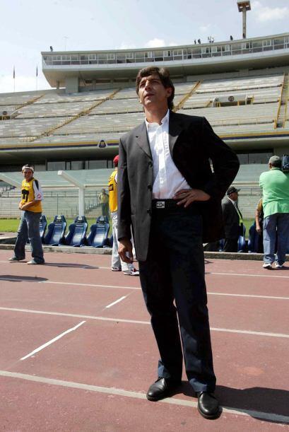 Llegó al relevo Miguel España pero no pudo sacar al equipo...