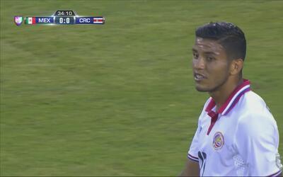 Johan Venegas se pierde el gol al definir mal por encima de la salida de...