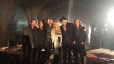 Maná y Shakira posaron muy sonrientes para la cámara durante el rodaje d...