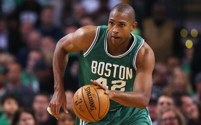 Al Horford encestó 11 en su debut con Boston.