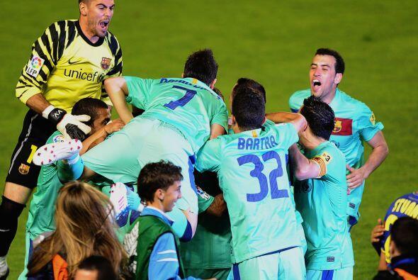 No había futbolista del Barça que no estuviera inmerso en los festejos.
