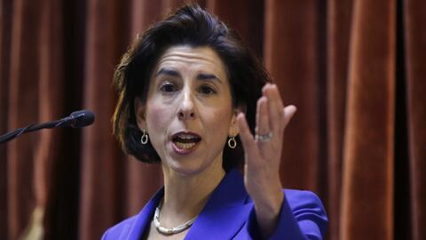La gobernadora de Rhode Island, Gina Raimondo.