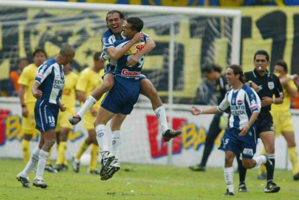 Los Tuzos del Pachuca tuvieron un buen debut como campeón en el 2002 al...