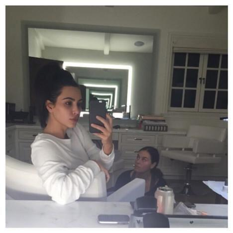 Kim la siguió con esta imagen, ¡guapa!