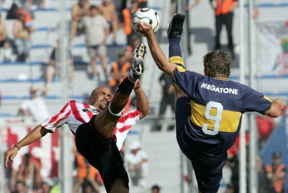 Palermo inició su carrera en Estudiantes de la Plata donde entre...