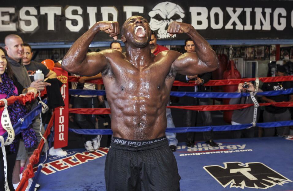 Floyd Mayweather Jr. confirmó rumores y peleará con Andre Berto AP_93136...