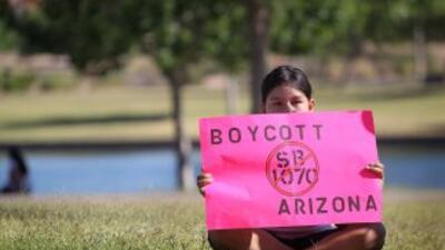 La ley SB1070 de Arizona sanciona la inmigración indocumentada en ese es...