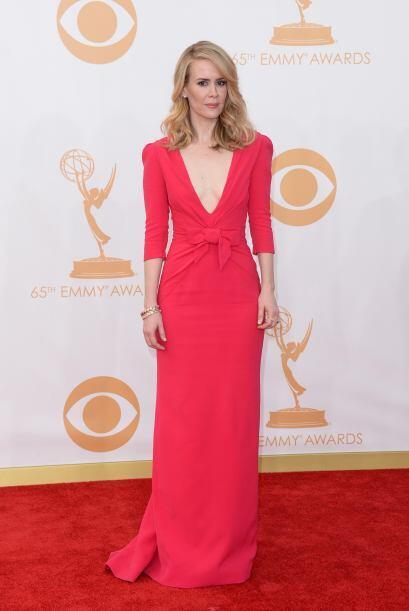 El rojo fue uno de los protagonistas de la noche. Sarah Paulson se uni&o...