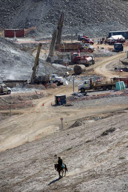 12 de agosto: El ministro de Minería, Laurence Golborne, estima que son...