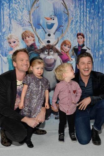 Neil Patrick Harris asistió con toda su familia, la pequeña Harper Burtk...