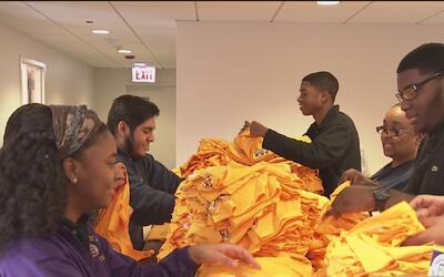 Estudiantes de MacCormac College empacaron donaciones para personas de b...