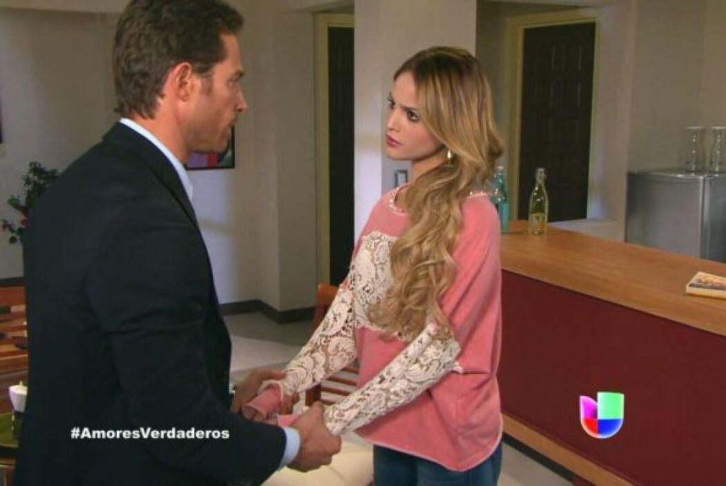 Francisco le asegura a Nikki que entre él y Bruna no hay nada.