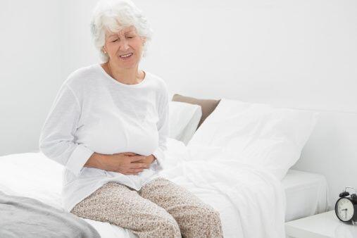 Dolores en el pecho, puede alertarte sobre una enfermedad coronaria.