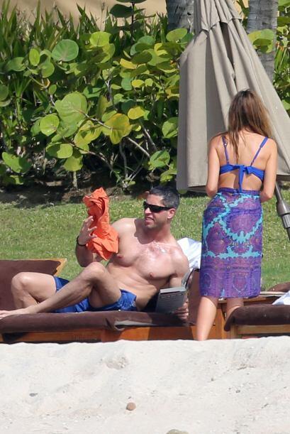 Claro, estuvo con ella su prometido Nick Loeb.Mira aquí los video...