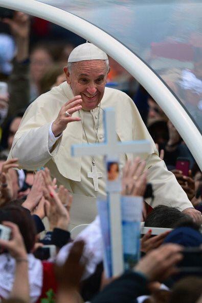 Fiel a su costumbre, el pontífice iba repartiendo sonrisas y bend...