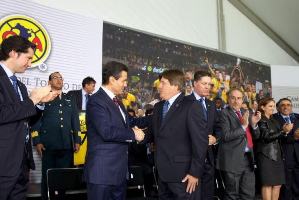 El equipo América, campeón del torneo Clausura 2013 del fútbol mexicano...