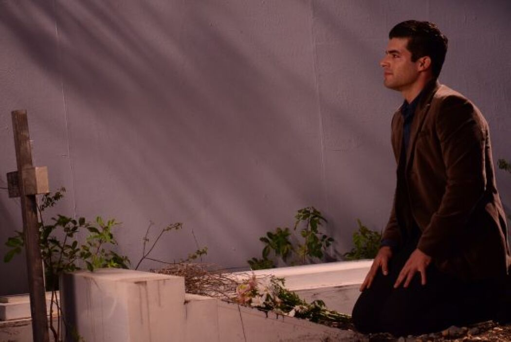 """Adrián puso en práctica los tips de Aarón Díaz para la escena de """"La Fue..."""