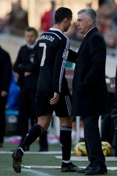 Sin embargo Ancelotti le dio una palmada de consuelo antes de que entrar...