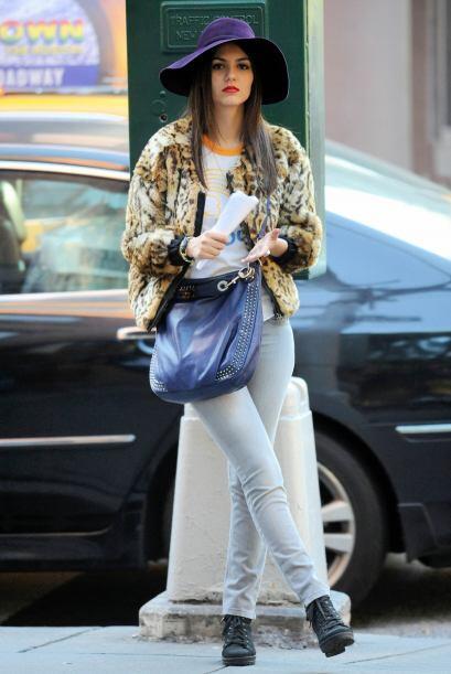 Se nota que Victoria siempre hojea revistas de moda pues siempre usa las...