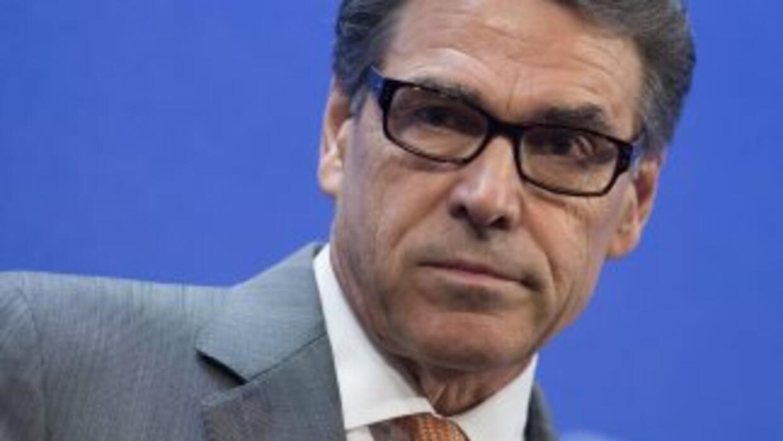 Perry lanzó sus críticas al proceso electoral estudiantil en una columna...