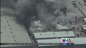 Voraz incendio consumió varios locales comerciales