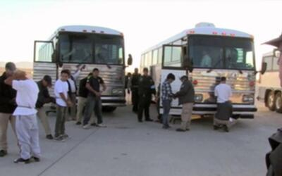 Familias salvadoreñas viven con miedo a que sus parientes en Estados Uni...