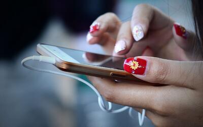 ¿Es recomendable eliminar a las exparejas de las redes sociales?