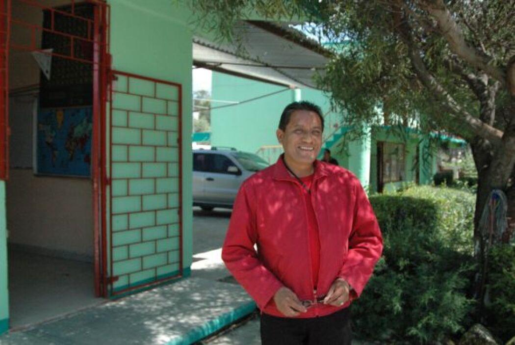 El profesor de secundaria, José Manuel Mendoza Guerra, dijo a UnivisionN...
