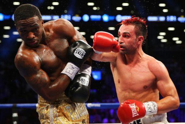 Malignaggi comenzó mejor la pelea, soltaba muchos golpes y no dejaba que...