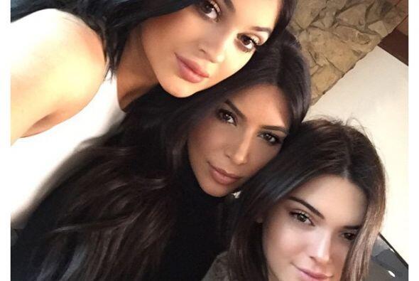 No es la primera vez que las Kardashian-Jenner se reúnen para mostrar to...