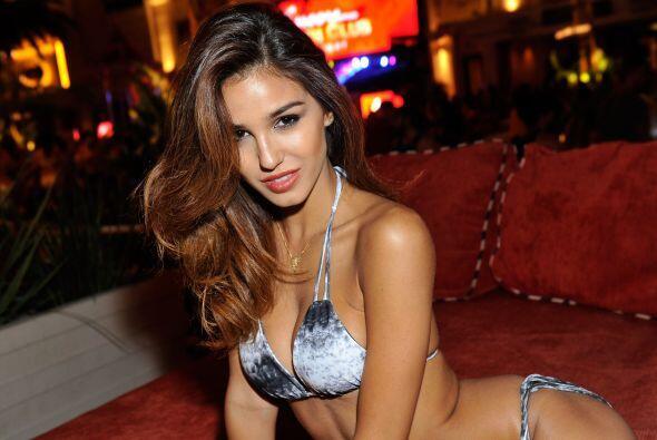 Gracias a sus curvas y belleza la modelo está en los ojos del mundo.Mira...