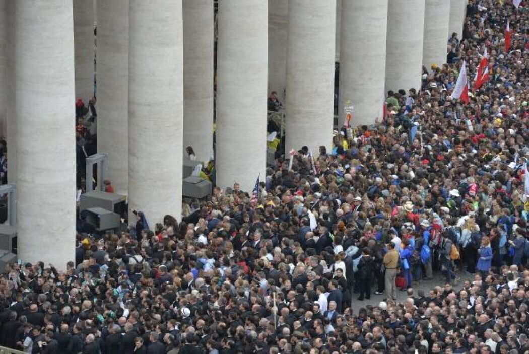 Miles aguardan por el comienzo del histórico episodio.