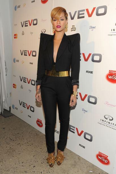 Se nota que Rihanna nació en esa década y por eso sabe que los sacos con...