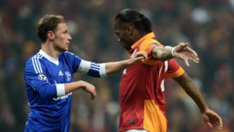 Drogba no pudo marcar en su debut con los turcos en Champions League, en...
