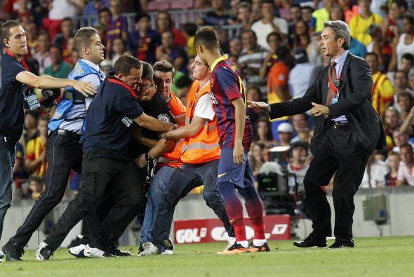 También se llevó un susto cuando un hinch del Barcelona se...