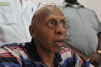 El opositor cubano Guillermo Fariñas levantó el viernes una huelga de ha...