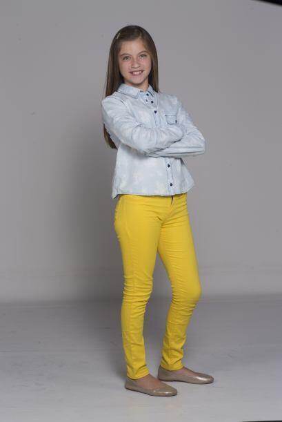 Alicia es una adolescente muy simpática pero algo insegura.