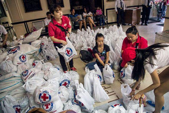 La Cruz Roja, también puso en marcha los servicios de búsqueda de famili...