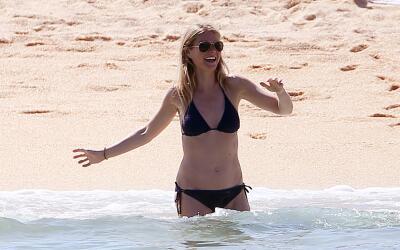 Gwyneth Paltrow y Brad Falchuk en la playa de Cabo San Lucas.