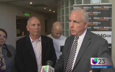 Choferes de Uber hacen reclamo al alcalde de Miami Dade