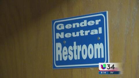 El bloqueo de la medida del uso de baños para alumnos transgénero provoc...