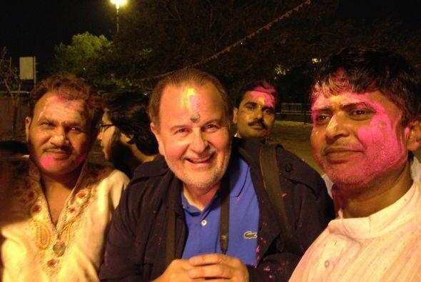 El festival del color es una celebración donde el público es invitado a...